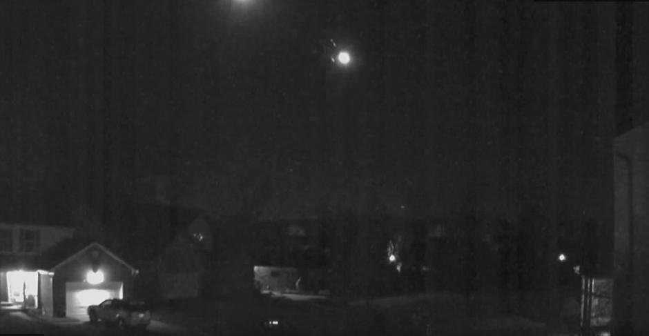 Una cámara de seguridad capta el momento en que un meteorito se impacta en la Tierra. (Imagen: YouTube/8.3 Chile Earth quake 16 9 2015)