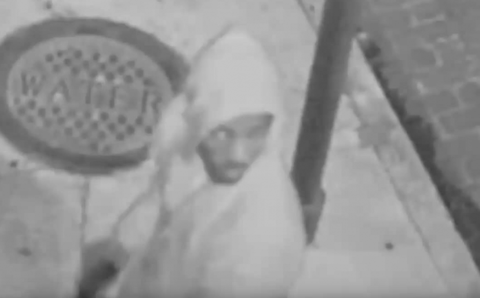 Ofrecen una recompensa de 10 mil dólares para dar con el paradero del atacante.(Imagen: YouTube/Live Leak)