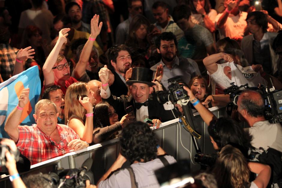 """""""Estamos muy felices con lo que ha pasado, queríamos venir a dar un mensaje de alegría"""" dijo Marcos Peña, mano derecha del candidato Mauricio Macri. (Foto: EFE)"""