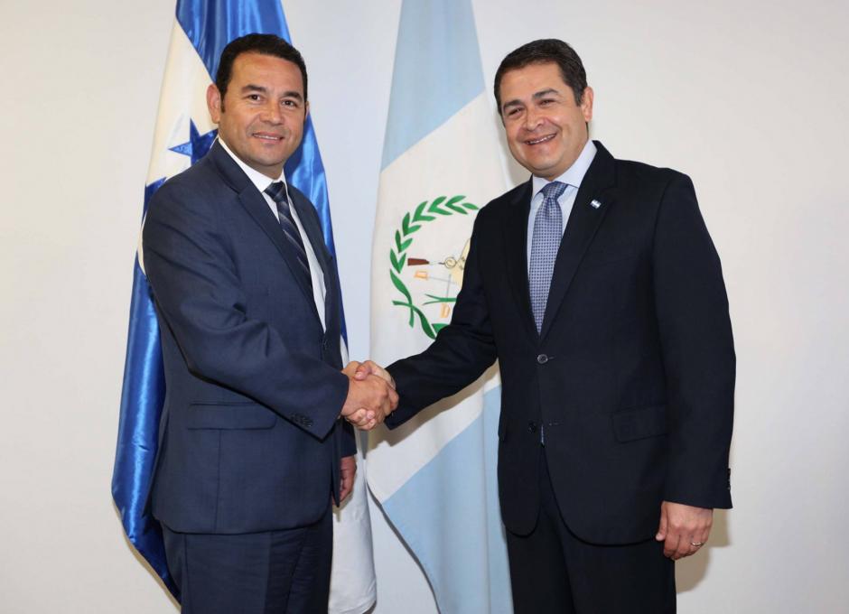 El presidente electo, Jimmy Morales, visitó este lunes al presidente de Honduras, Juan Orlando Hernández. (Foto: Presidencia de Honduras)