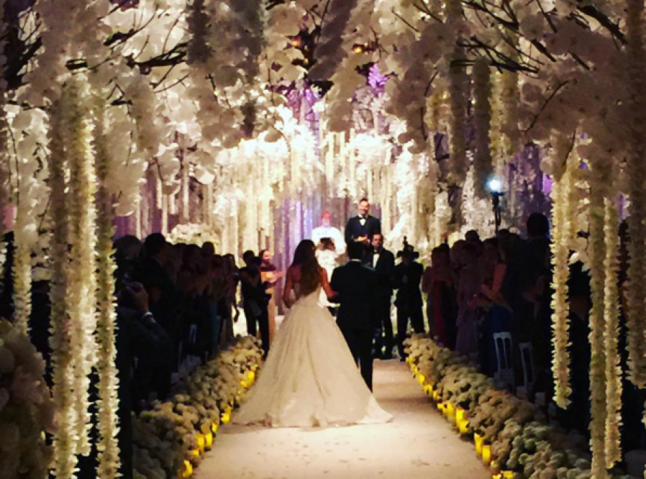 Sofía Vergara y Joe Manganiello caminan al altar. (Foto: Instagram/Sofía Vergara)