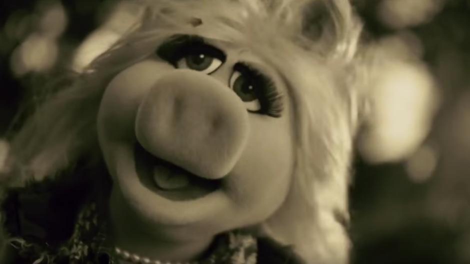 """La parodia de Miss Piggy interpretando el tema """"Hello"""" de Adele se viraliza en las redes. (Imagen Youtube/Latest TV Promos)"""