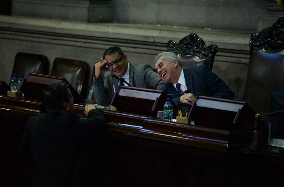 El presidente del Congreso ríe durante la sesión realizada la tarde de este martes. (Foto: Wilder López/Soy502)