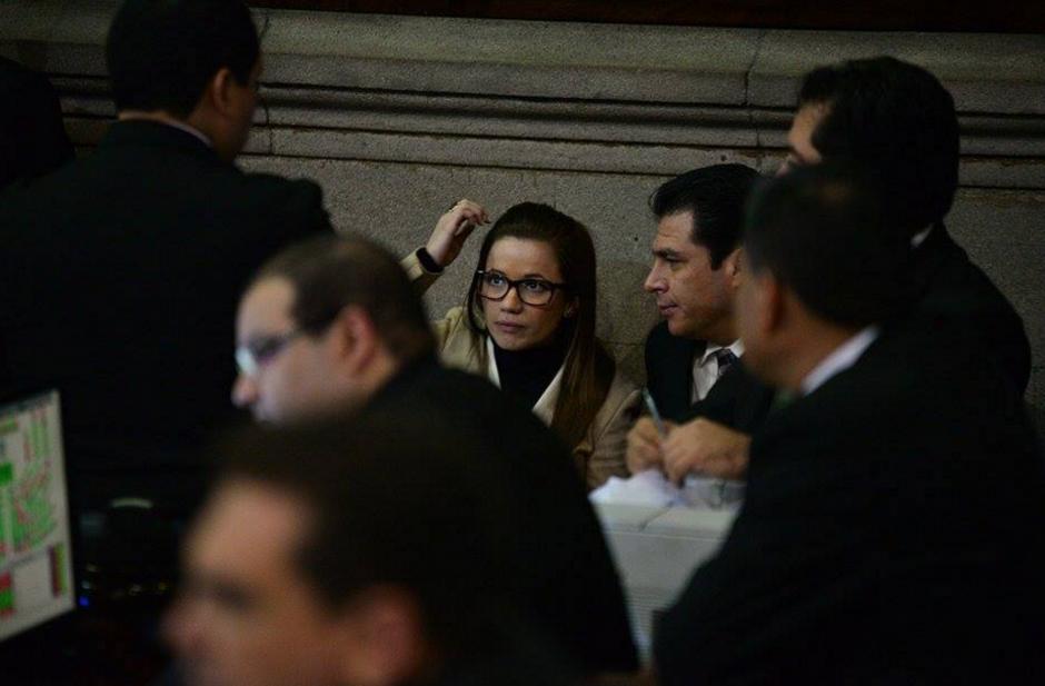 Daniela Beltranena se acercó a la Junta Directiva, posiblemente para ratificar su renuncia pero no lo hizo finalmente. (Foto: Wilder López/Soy502)