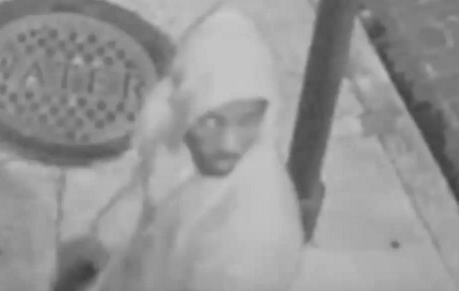 A través de un video de una cámara de vigilancia, el agresor fue identificado. (Foto: Youtube/Liveleak)