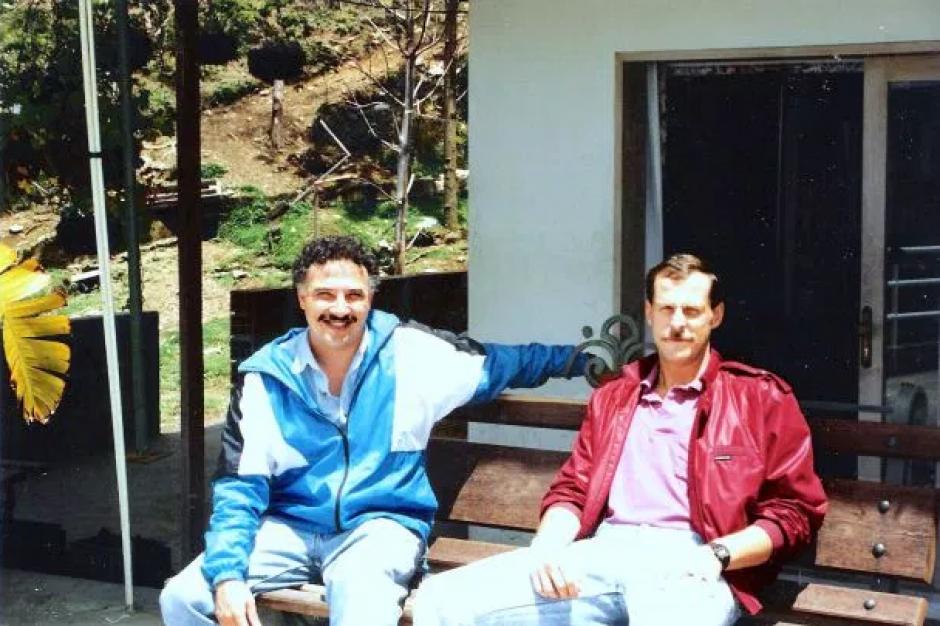 Steve Murphy y Javier Peña, Agentes de la DEA retirados no solo dieron sus nombres y algunas imágenes reales de la serie, también asesoraron la serie de Netflix. (Foto:hipertextual.com)