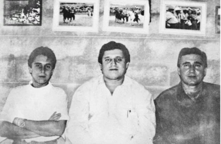 Hermanos Ochoa, fueron tres pilares del cartel de Medellín, Fabio, Jorge Luis y Juan David; el primero es el más jóven de los tres y actualmente esta purgando una condena de 30 años en Estados Unidos. Juan David murió en 2013 y Jorge Luis tiene 65 años y vive en libertad. (Foto:hipertextual.com)
