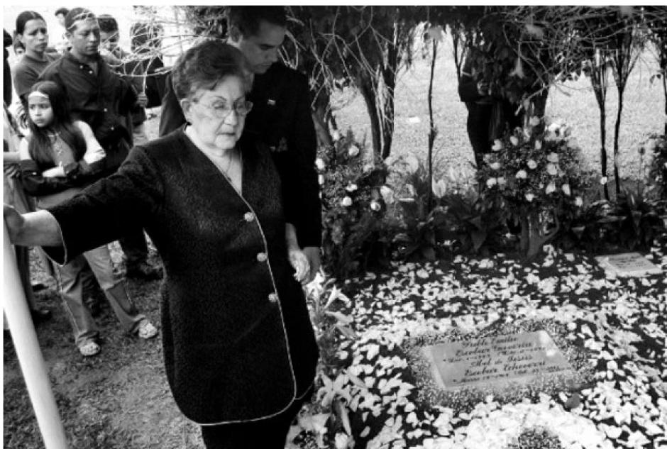 Hermilda Gaviria, madre de Pablo; se dice que toda la vida defendió a su hijo y lo apoyó en todo. Falleció en 2006 a los 89 años. (Foto:hipertextual.com)