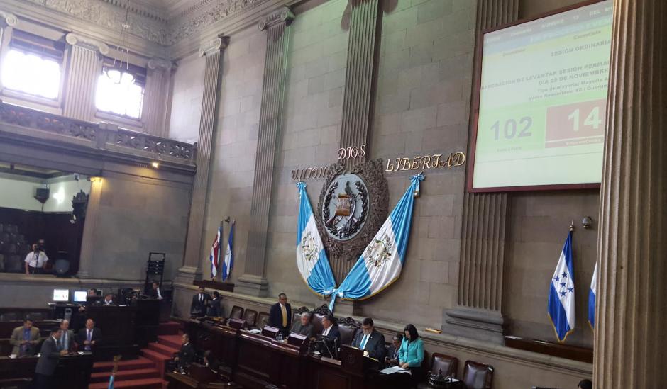 Los diputados, finalmente, votaron para levantar la sesión y continuar este sábado. (Foto: Soy502)
