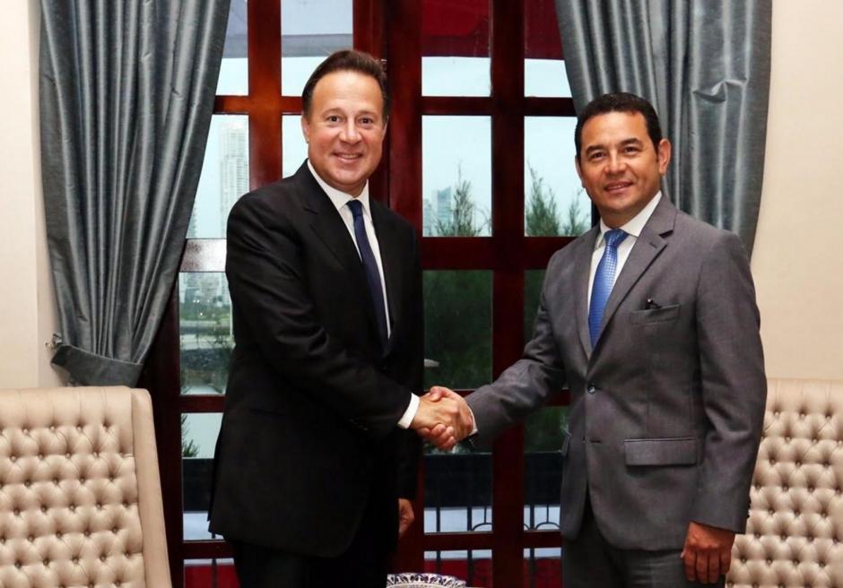 El presidente Juan Carlos Varela recibió a Jimmy Morales en la casa de gobierno de Panamá. (Foto: Presidencia Panamá)