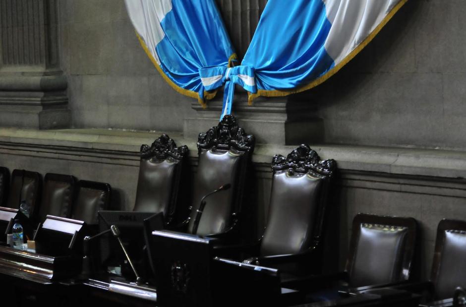 La silla vacía. El principal ausente era el presidente del Congreso, que llegó con más de dos horas de atraso al Congreso. (Foto: Alejandro Balán/Soy502)