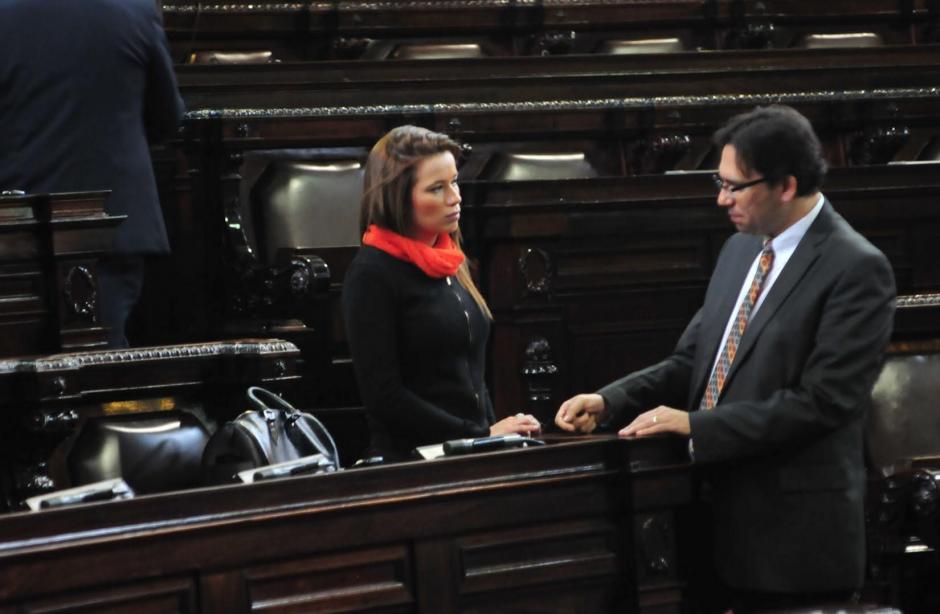Al finalizar la sesión de este sábado, Daniela Beltranena aseguró que no ha ratificado su renuncia para no entorpecer la agenda legislativa. (Foto: Alejandro Balán/Soy502)