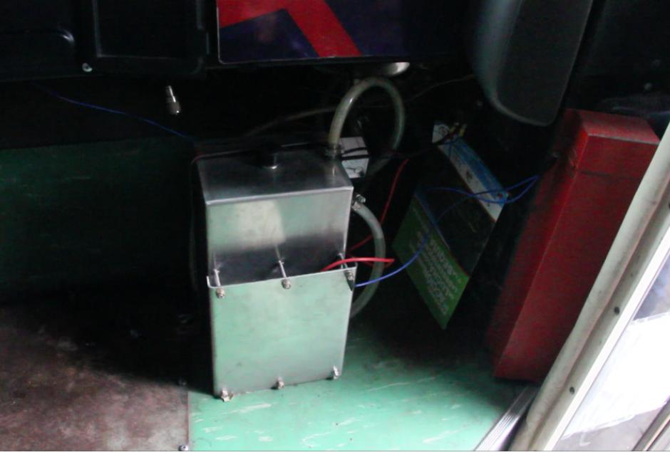 El sistema que se instala en los autobuses ayuda a la reducción de los gases que emiten, así como el ahorro de combustible. (Foto: Fredy Hernández/Soy502)