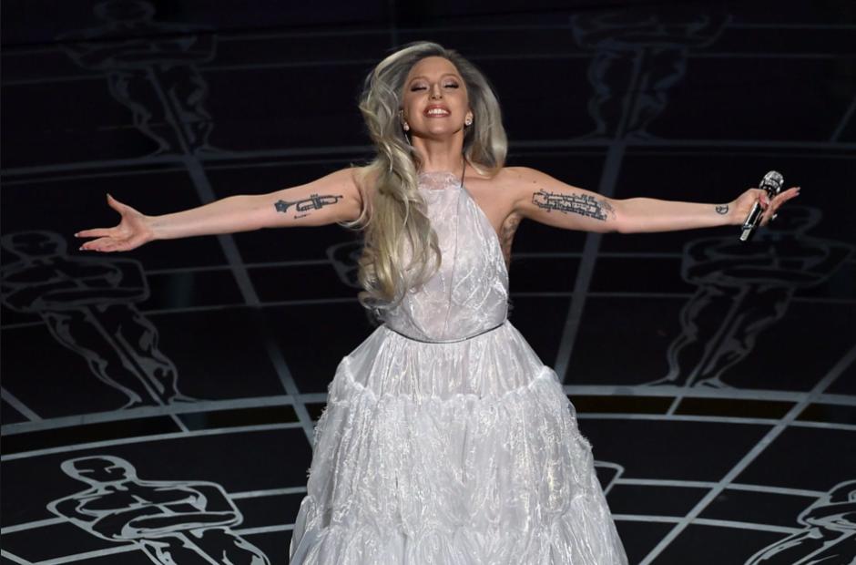 La artista Lady Gaga luce radiante en una presentación. (Foto:dayswithdestiny.com)