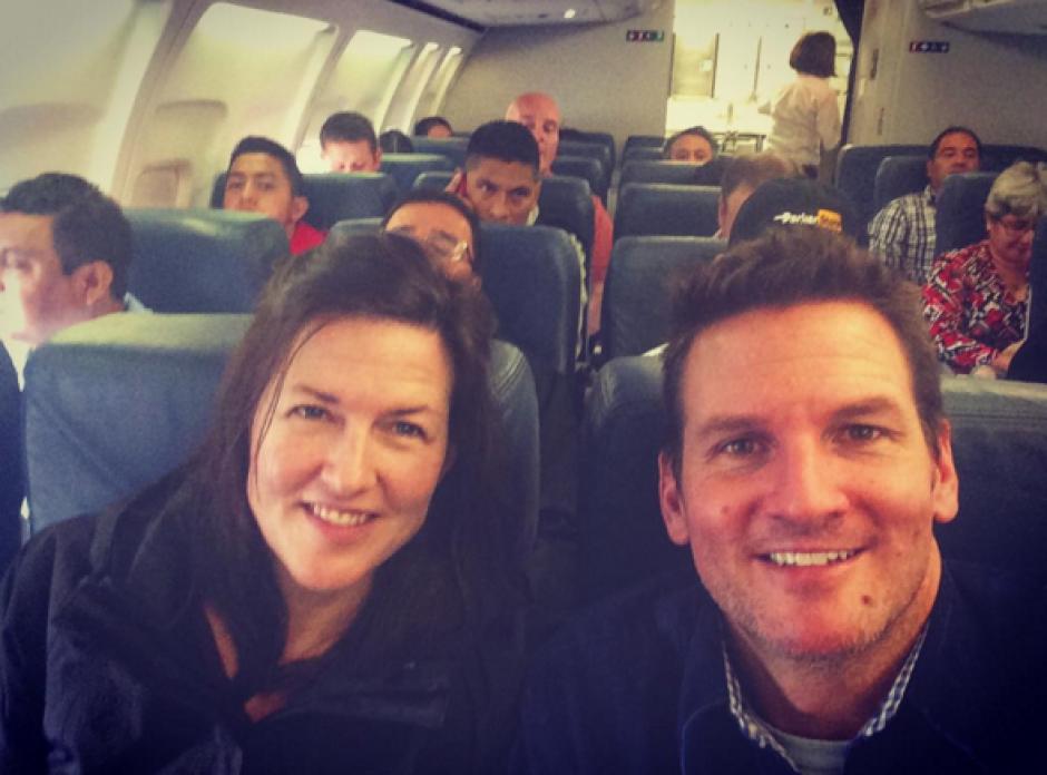 """Vocalista de la banda de rock alternativo """"Guster"""", junto a su esposa Lauren, roumbo a Guatemala con los Maroon 5. (Foto: Reverb)"""