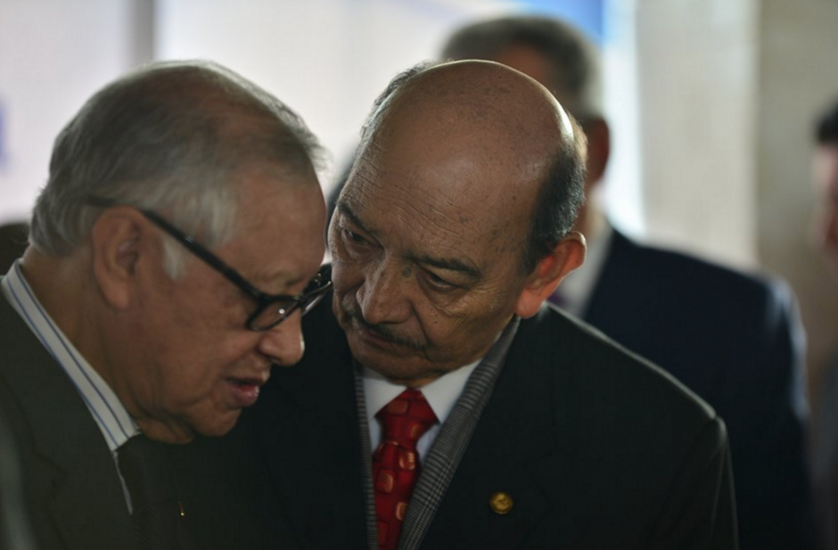 El presidente Maldonado y el Ministro de Educación recordaron tiempos en los que trabajaron juntos en ese Ministerio hace 40 años. (Foto: Wilder López/Soy502)