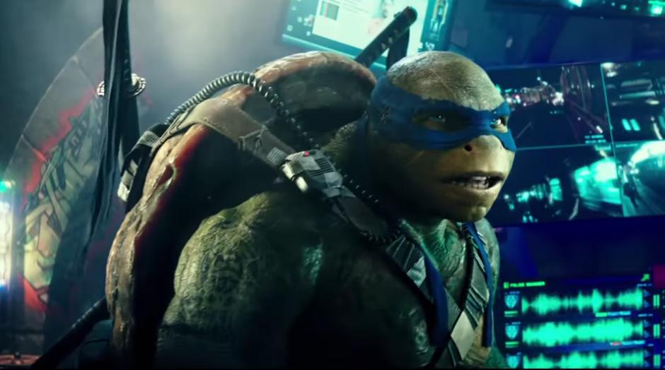 Leonardo listo para la acción. (Foto: YouTube/Paramount Pictures)