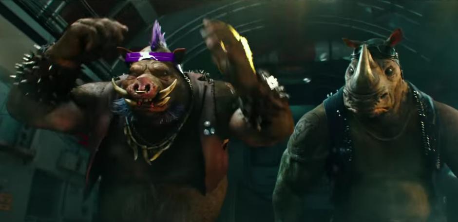 Bebop y Rocksteady, los nuevos enemigos de las tortugas Ninja.(Foto: YouTube/Paramount Pictures)
