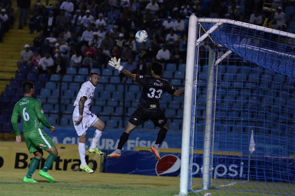 Emiliano López hizo el primer gol de los cremas. (Foto: Nuestro Diario)