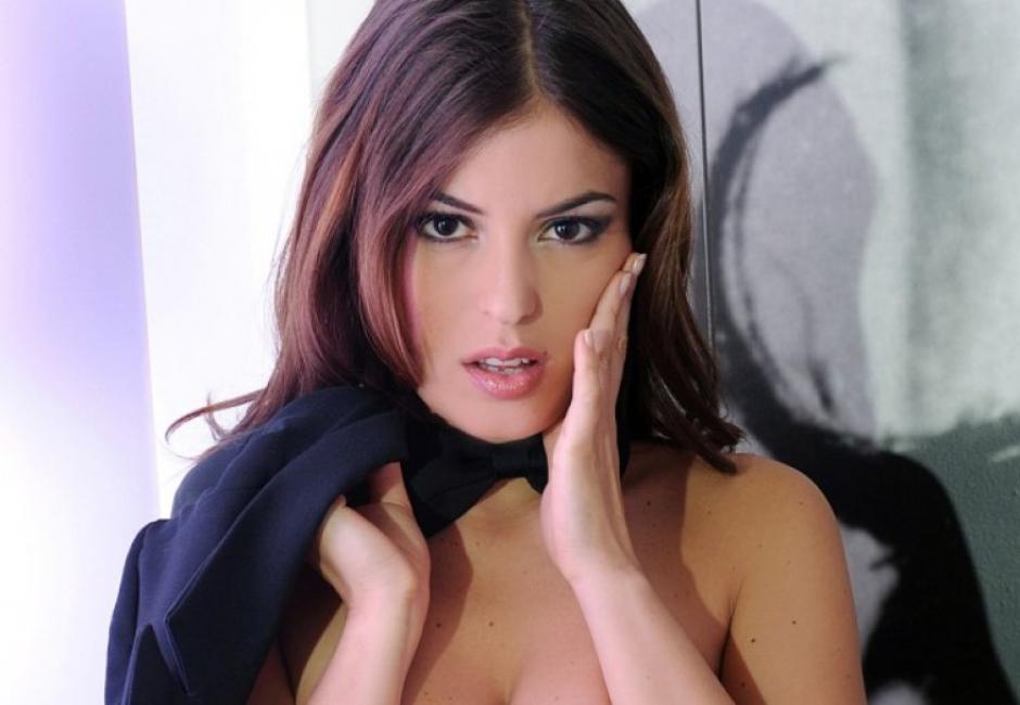 Sara Tommasi  es una modelo y actriz italiana que acaba de entrar al mundo del fútbol como dirigente