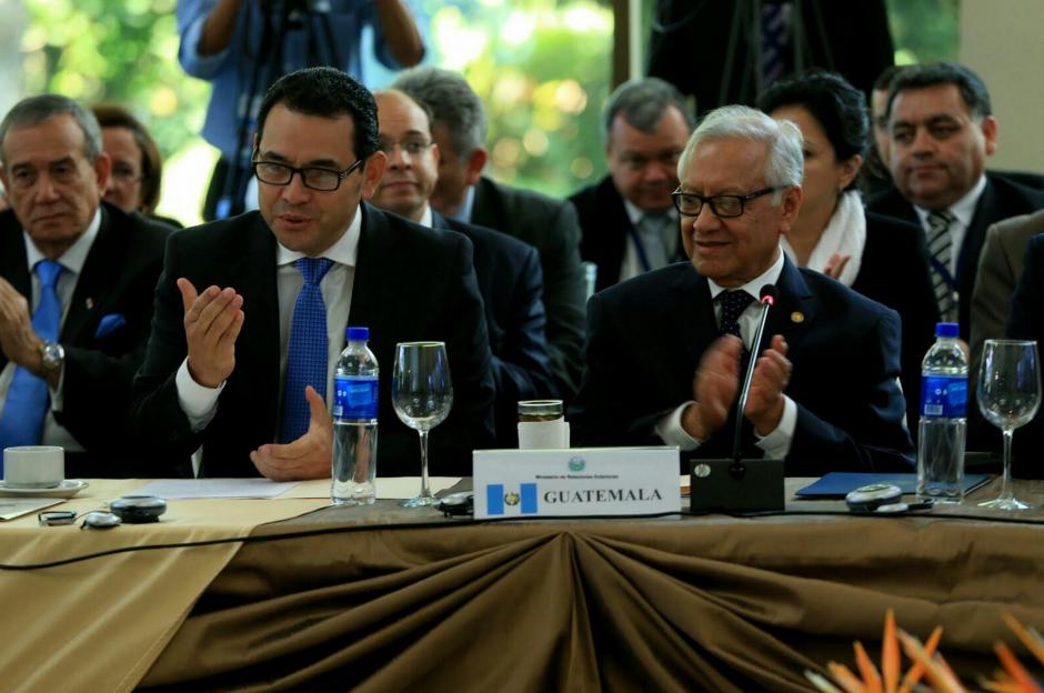 Jimmy Morales participó junto al presidente Alejandro Maldonado de la reunión del Sica. (Foto: Equipo de comunicación del presidente electo)