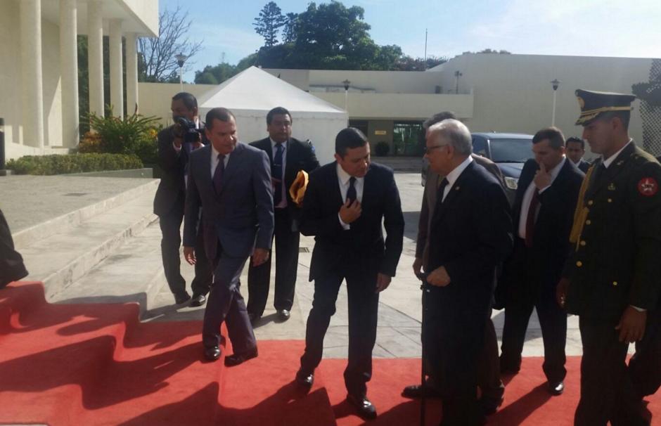 El presidente Alejandro Maldonado al momento de llegar al lugar de la cumbre del Sica. (Foto: Presidencia)