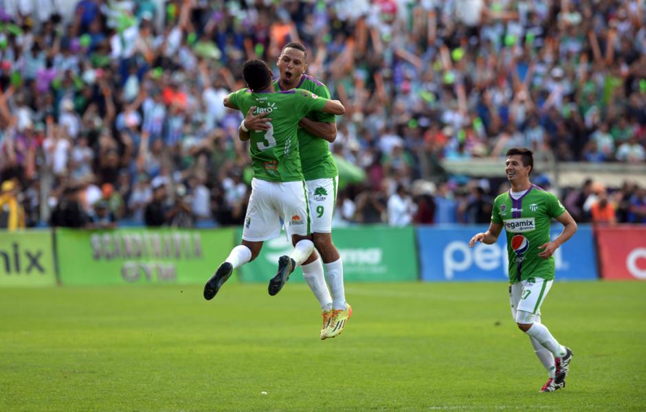Celebración del primer gol de Antigua GFC durante el juego ante Guastatoya. (Foto: Nuestro Diario)