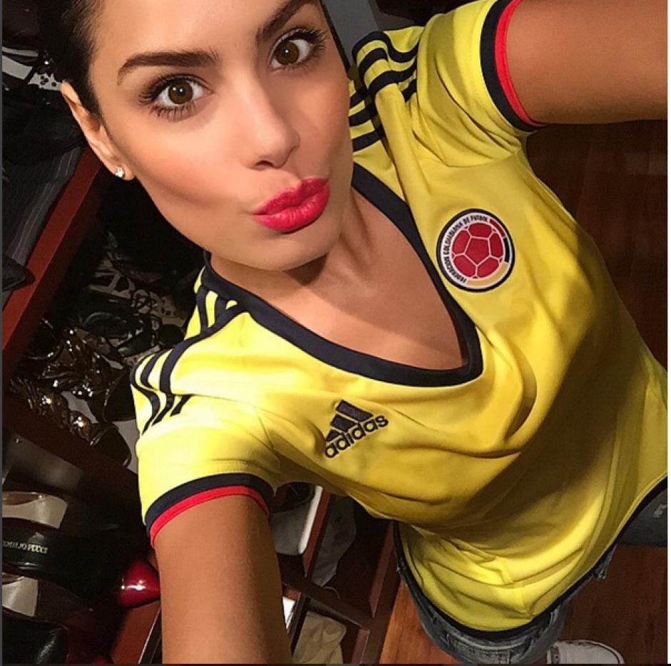 Como toda colombiana, Ariadna muestra el apoyo a su selección de fútbol cada vez que sale al campo.