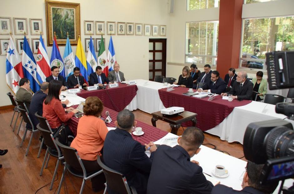 Los miles de cubanos que se encuentran en territorio costarricense podrán continuar su camino hacia los Estados Unidos, luego de acordarse un paso seguro, ordenado y documentado para estas personas. (Foto: Cancillería Guatemala)
