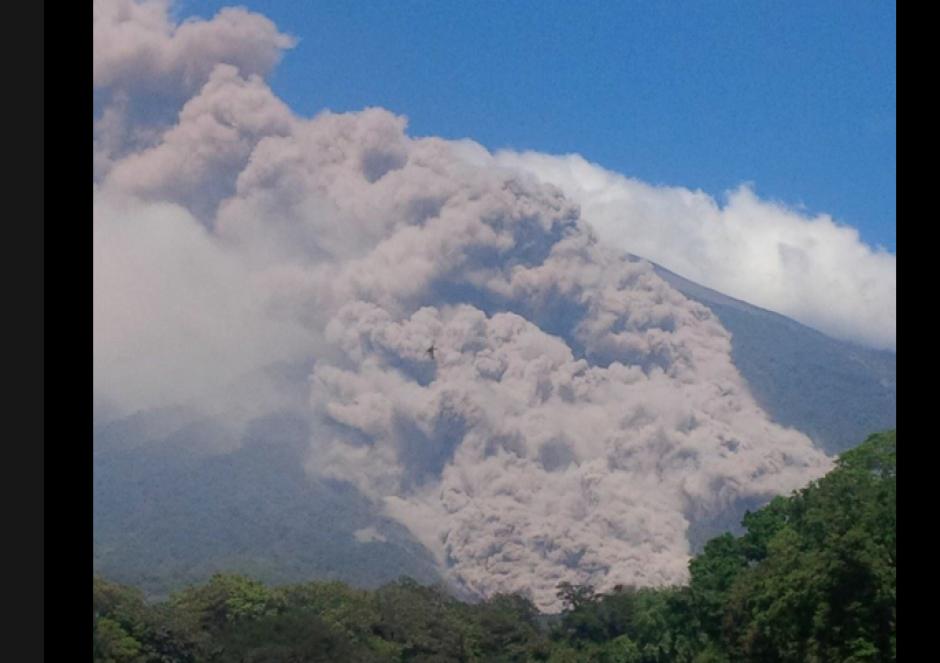 El coloso registra de una a dos explosiones por hora. (Foto: Conred)