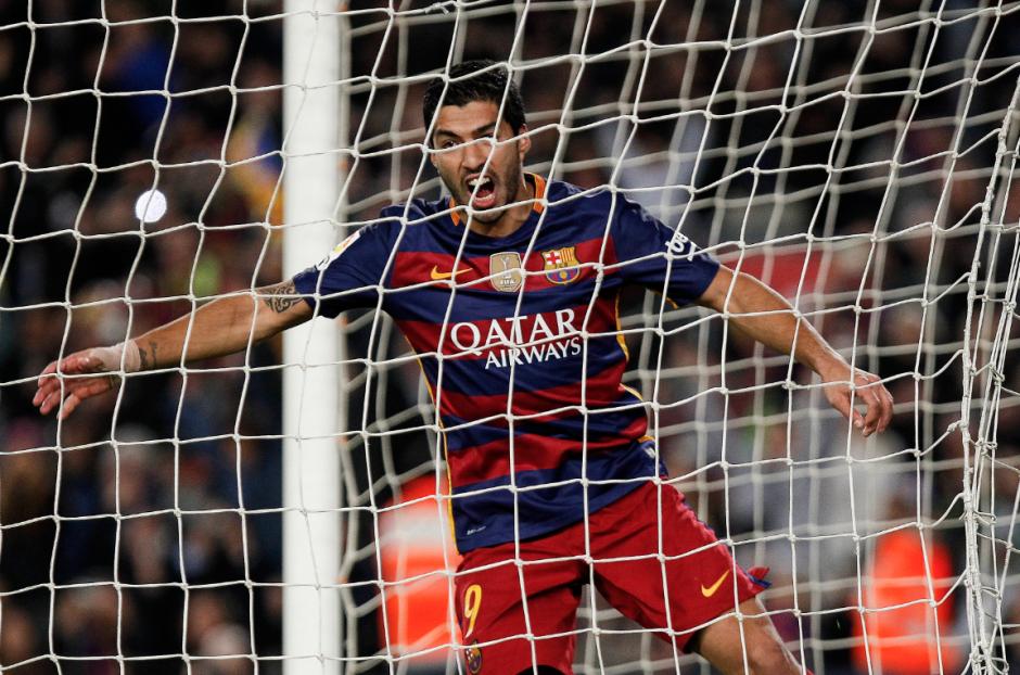 El delantero uruguayo, Luis Suárez, sigue de buena racha, hizo doblete ante Real Betis. Barcelona termina el año como líder. (Foto: EFE/Quique García)