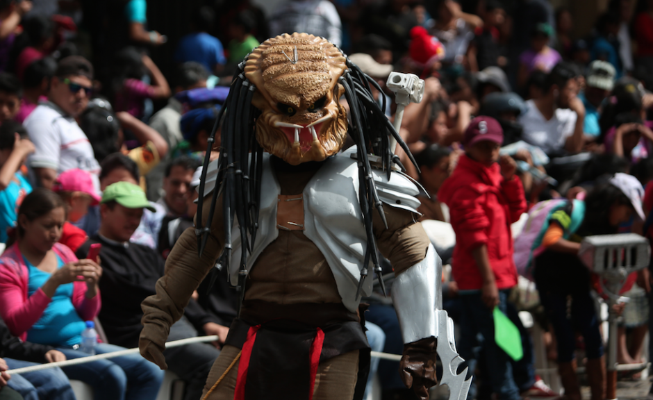 Los disfraces y creatividad de los guatemaltecos en Sumpango fueron la sensación. (Foto: Esteban Biba/EFE)