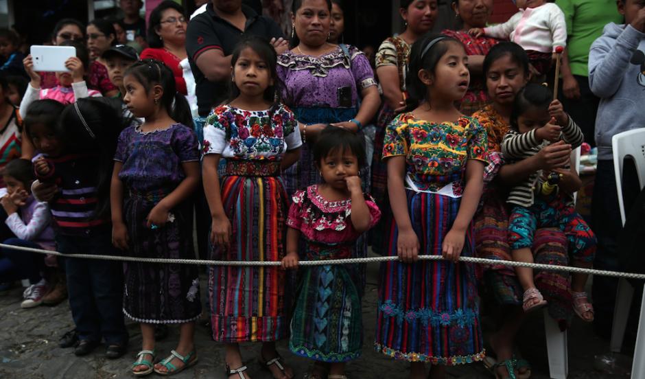 En Sumpango, Sacatepéquez disfrutaron del último día del 2015 con un desfile. (Foto: Esteban Biba/EFE)