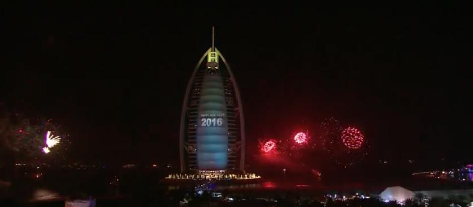 Así recibió Dubai el 2016 enmedio de la emergencia provocada por un incendio. (Foto: Actualidad RT)