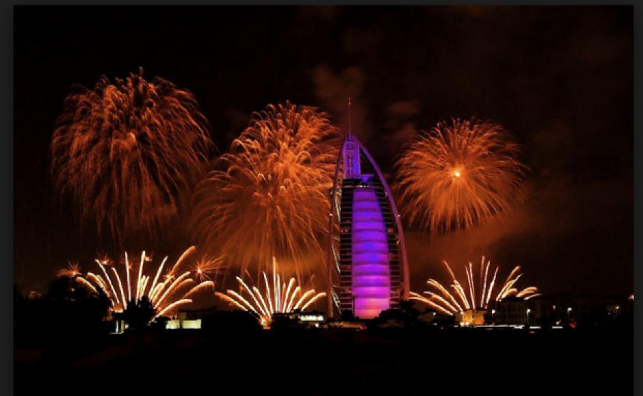 El 2016 llegó a Dubai y fue recibido con un espectacular show de juegos pirotécnicos en medio de un incendio de otro edificio. (Foto: Actualidad RT)