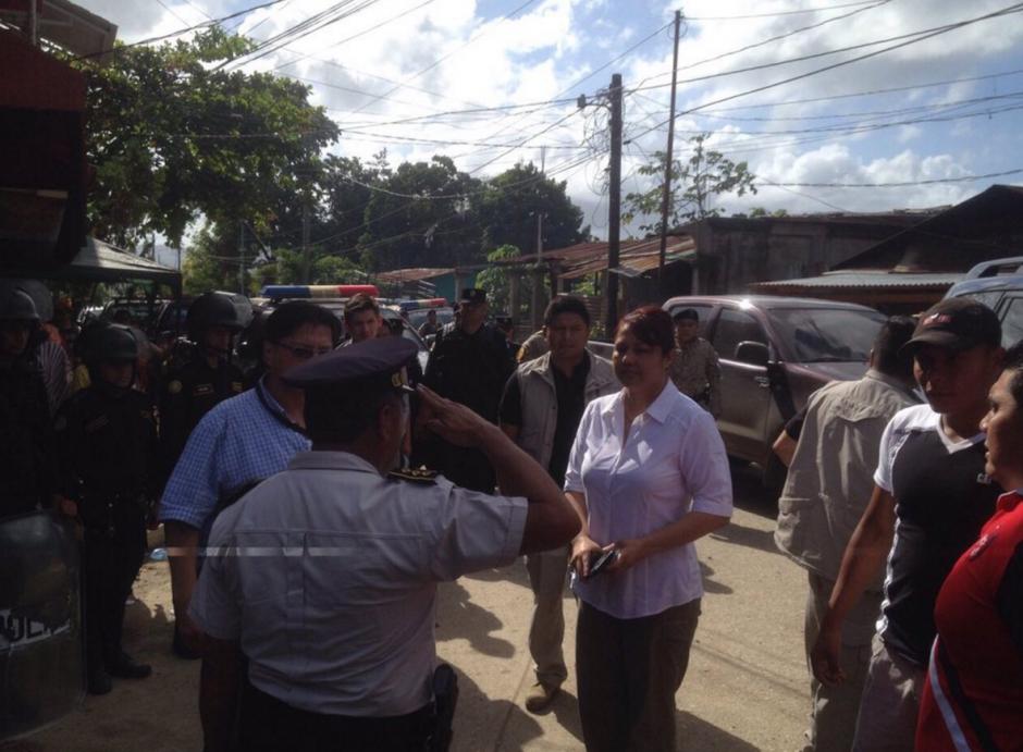 La ministra de gobernación, Eunice Mendizábal explicó que los distrubios iniciaron por una pelea. (Foto: Mingob)