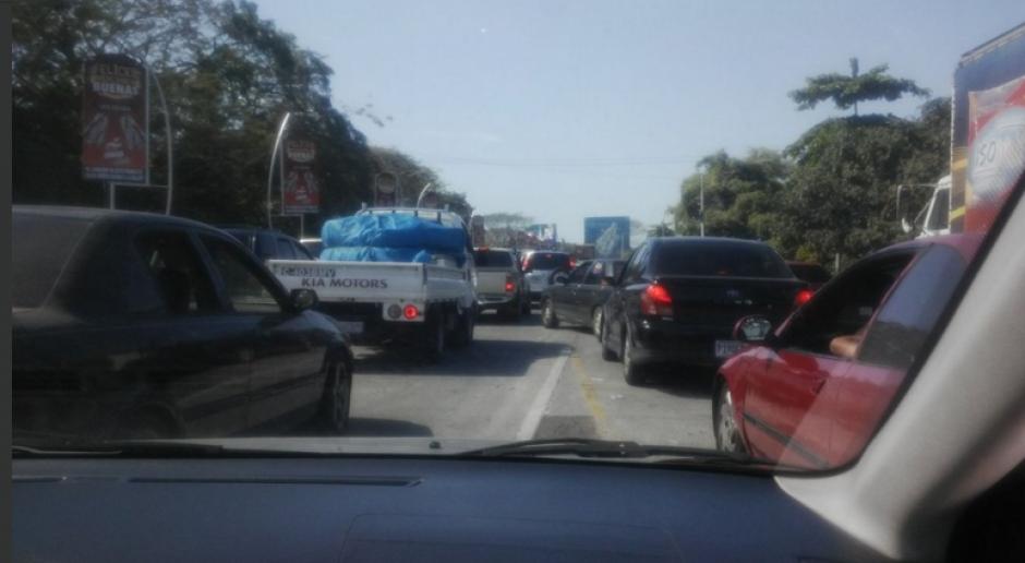 Ingreso a Puerto de San José se mantiene con una fuerte afluencia de vehículos. (Foto: Dalia Santos/Twitter)