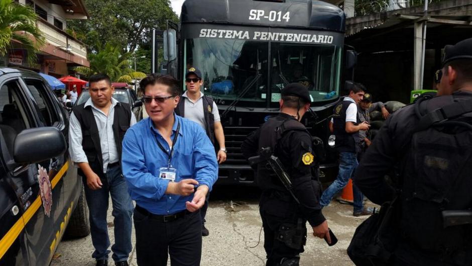 El director del Sistema Penitenciario, Alexander Toro Maldonado hizo un recorrido en la cárcel de Puerto Barrios. (Foto: DGSP)