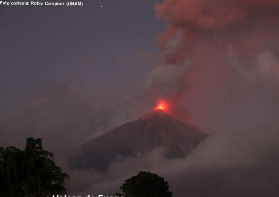 El volcán de Fuego está en intensa actividad eruptiva. (Foto: Insivumeh)