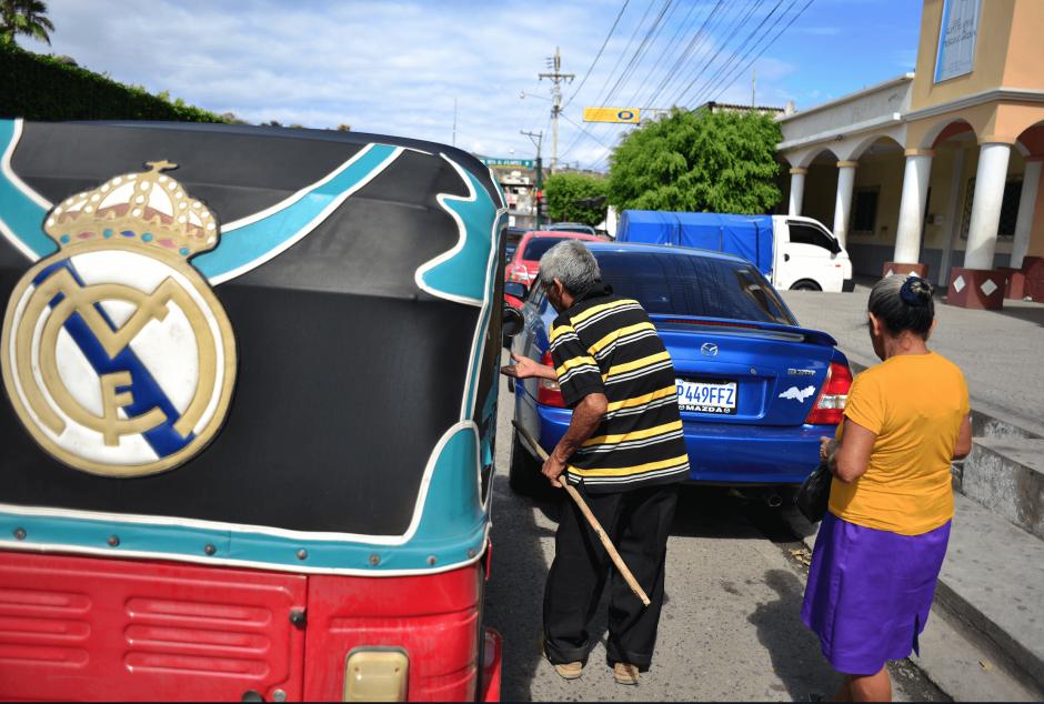 El principal medio de transporte en Guastatoya son los tuc tuc. (Foto: Jesús Alfonso/Soy502)
