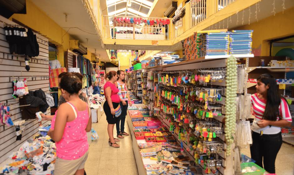 En Guastatoya también hay almacenes que venden los productos a un menor precio. (Foto: Jesús Alfonso/Soy502)