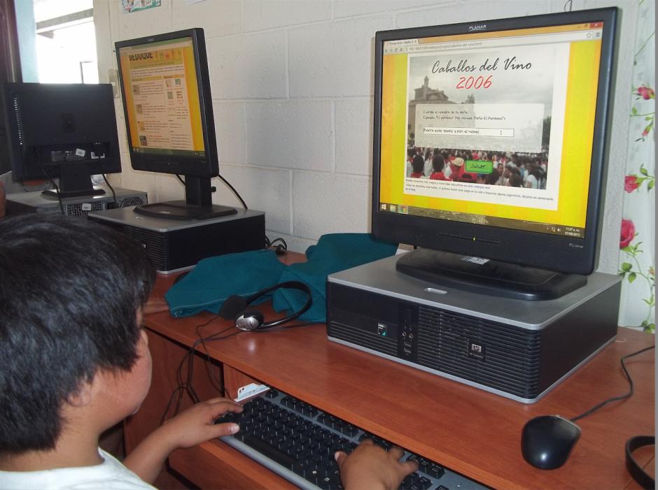 Los estudiantes también mejoran su hábito de lectura con libros interactivos. (Foto: Misión Posible Guatemala)