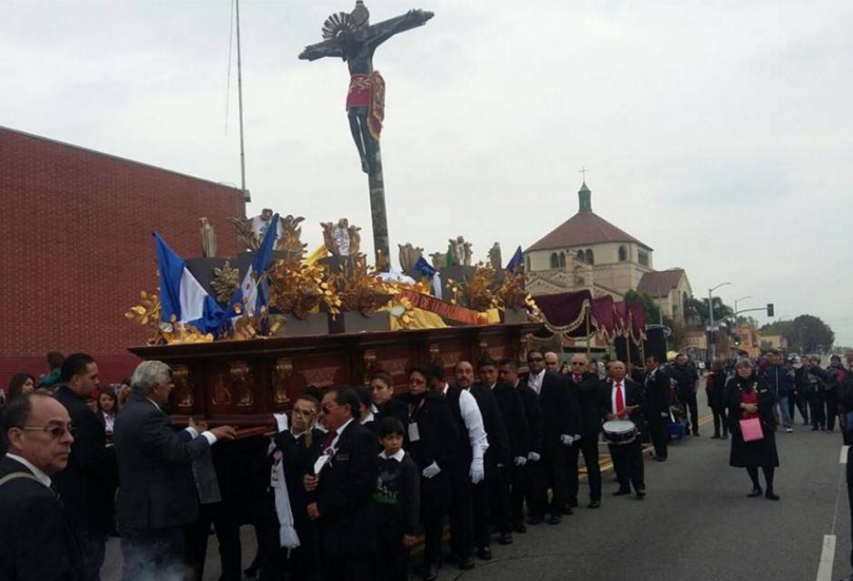 La procesión recorrió varias cuadras en Los Ángeles. (Foto: Facebook/Fraternidad de Esquipulas en Los Ángeles)