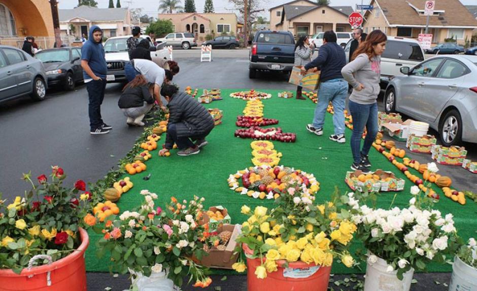 Las alfombras se realizaron en varias calles de Los Ángeles. (foto: Facebook/Fraternidad de Esquipulas en Los Ángeles)