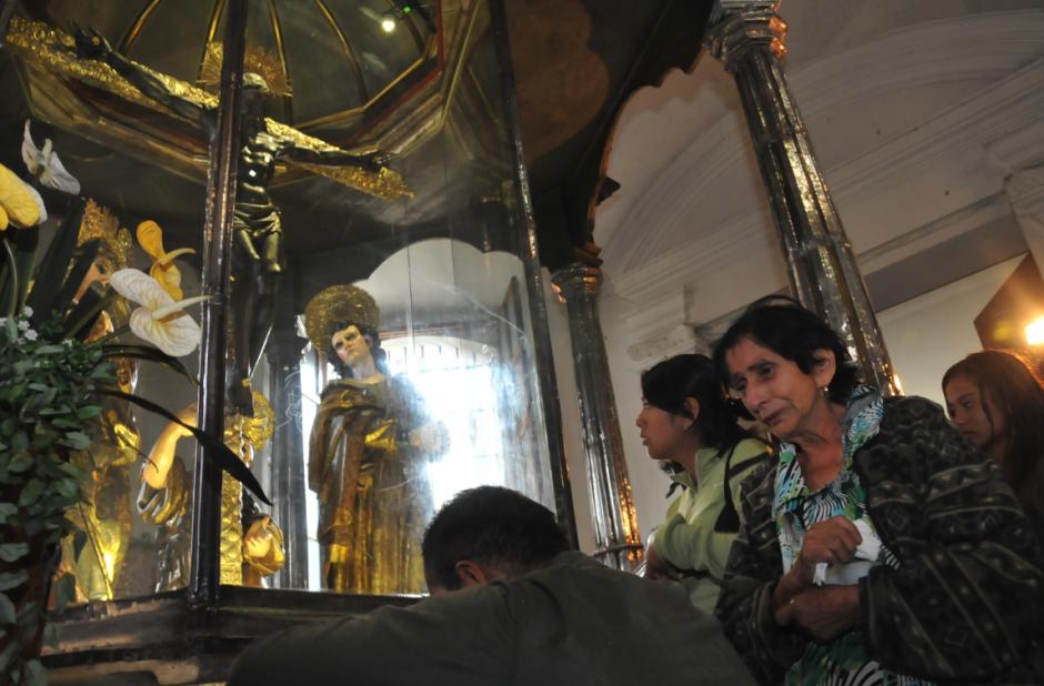 Los feligreses católicos llegan a la Basílica de Esquipulas. (Foto: Nuestro Diario)