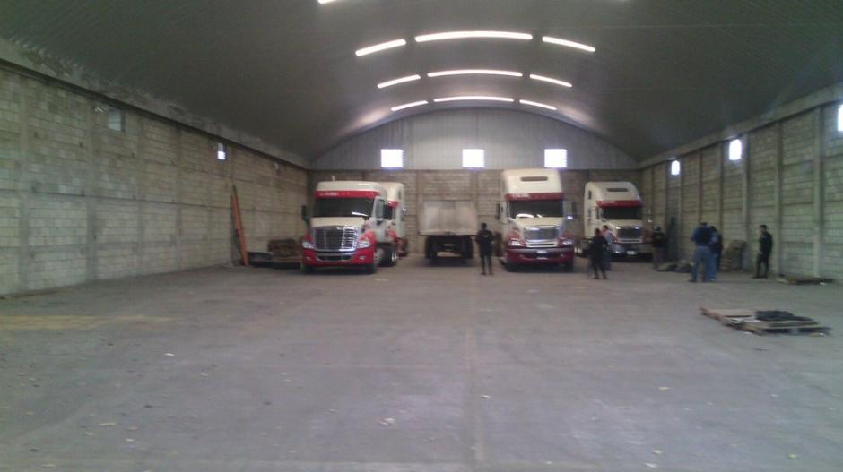 Cuatro camiones también fueron decomisados por la PNC. (Foto: PNC)