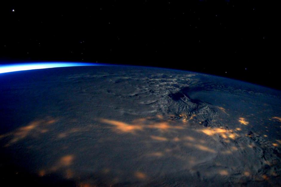 El astronauta Scott Kelly compartió a través de twitter imágens de la gran tormenta de nieve que sufre Estados Unidos (foto: Twitter)