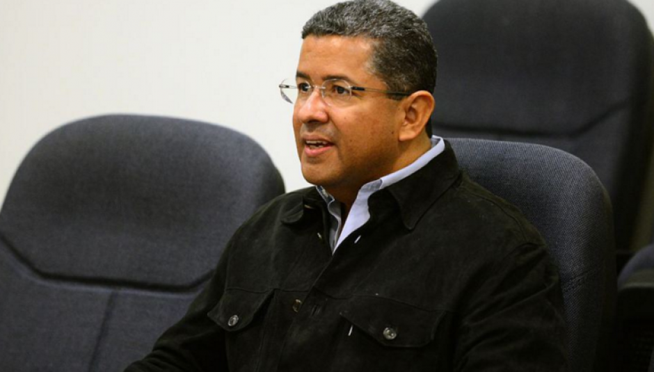 """El expresidente salvadoreño Francisco Flores continua en """"estado crítico"""" tras ser sometido a dos intervenciones. (Foto: EFE)"""