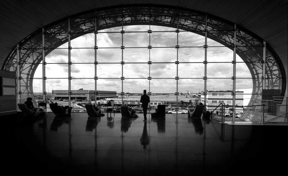 Una peculiar vista del aeropuerto Charles de Gaulle en Francia. (Foto: Moisés Rodríguez/500px)