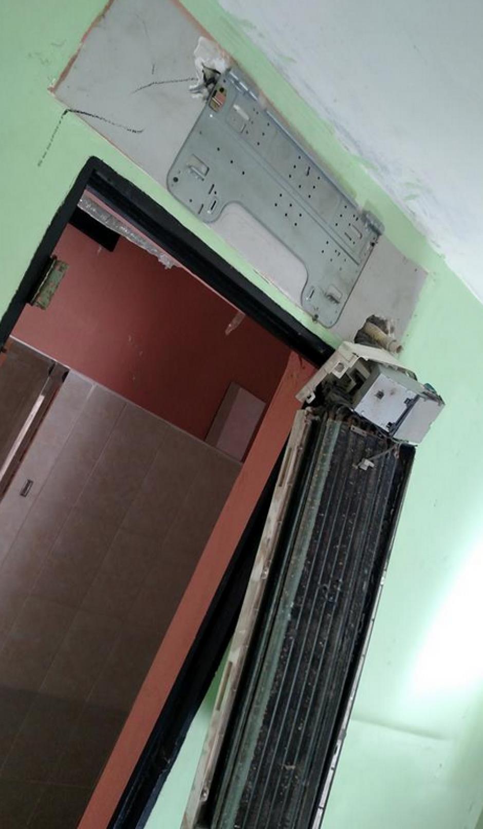 En más de una celda fueron encontradas comodidades como aire acondicionado. (Foto: Comunicación Social del Estado de Nuevo León)